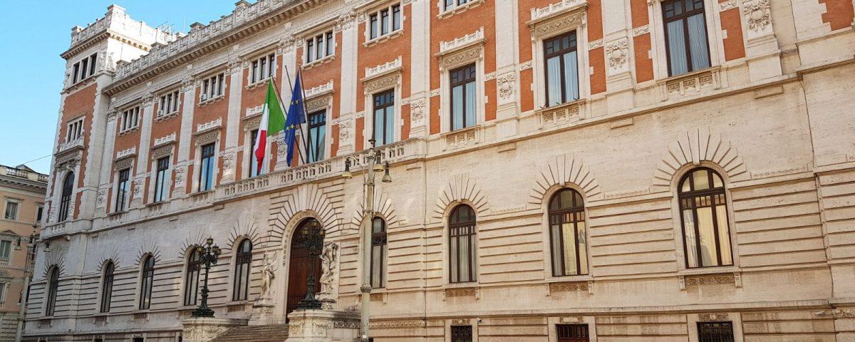 Finestra politica continuano le schermaglie sul governo ma nuovi accordi in parlamento - A finestra accordi ...