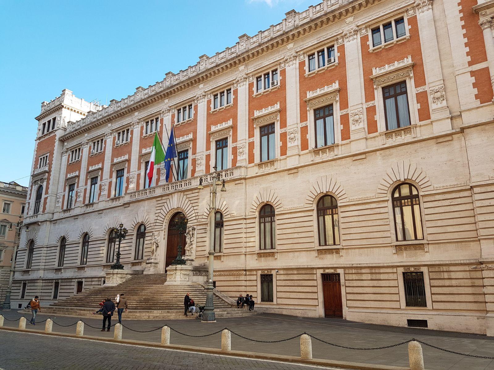 Finestra politica continuano le schermaglie sul governo ma nuovi accordi in parlamento - Una finestra tra le stelle accordi ...